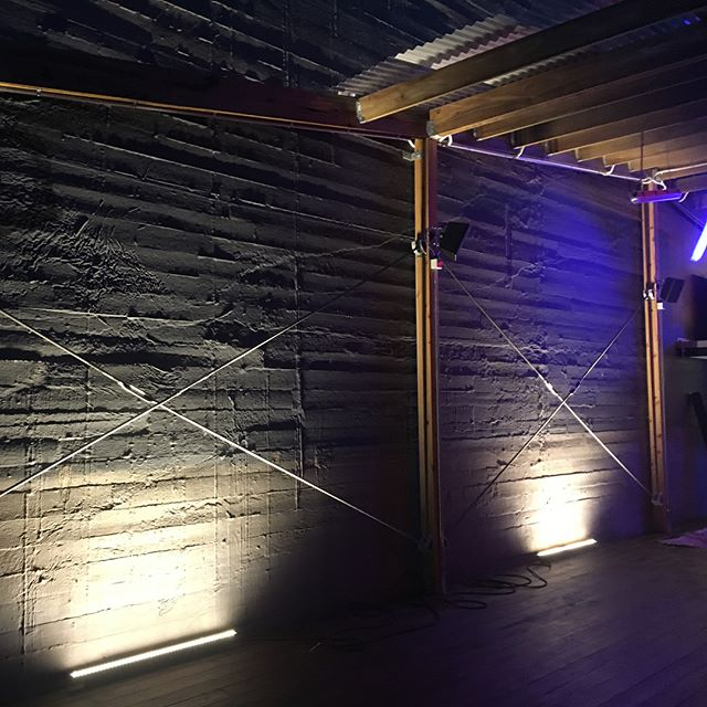 Wall wash Led strip lights @heroesmelbourne high lights this amazing old building . . . . . . . . #melbourneectrician #melbournehomeautomation #residentialelectrician #design #gardenlights #shopfitttingelectrician #data #electrical #morningtonelectrician #ledlighting #construction #shopfitting #builders #dynalite #cbus #electrical #electrician #lights #gardenlights #automation #switchboards #domestic #commercial #generalelectrical