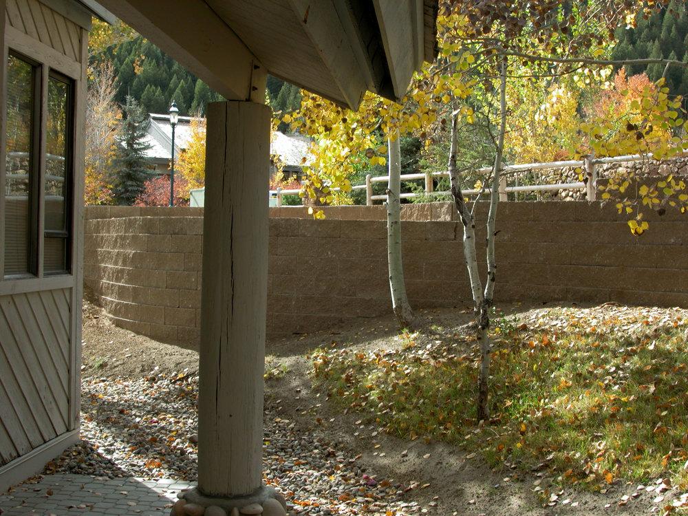 Wall by Lower Hydrant_02.jpg