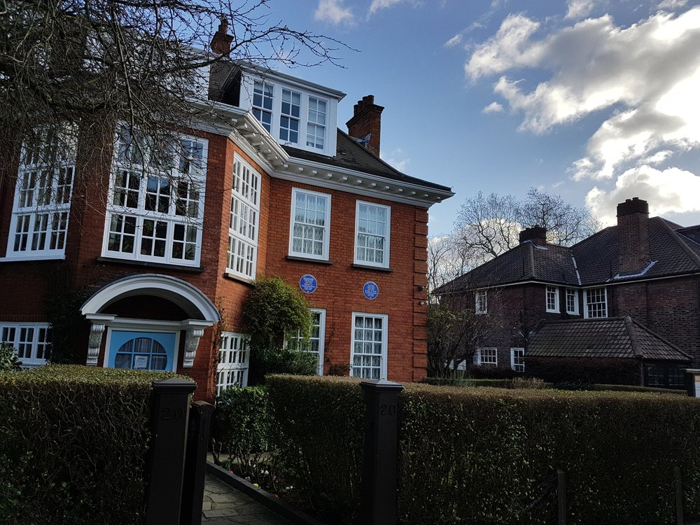 Double blue plaque at the Freud's house