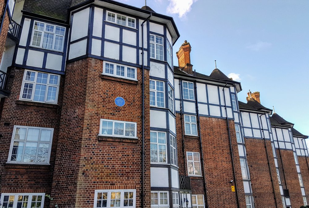Amy Johnson lived in this block of flats for easy access to the London Aeroplane Club in Edgeware