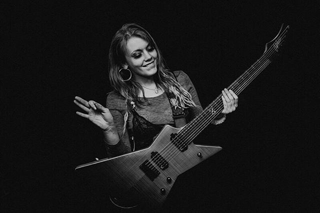 Sass. @georgia_tinks 😘 📷 @avrilmariephoto ❤️ @chapmanguitars ❤️ #girlguitarist #sass #sassy #babe #guitarist #blackandwhitephotography #7string #guitar #sunday #sundayfunday #rock #pop #metal #band #music