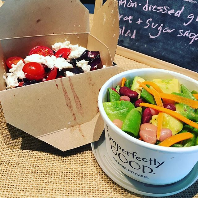 This week's winning salads (excuse the messy box!) are arriving with our hungry customers, while we invite the teams @mindspace.me to try out our delicious @imperfectlygoodfood salads at their beautiful Aldgate coworking space #lunchdelivery #vegetarian #foodwaste #reclaimyourlunchbreak #imperfectlygood #mindspacealdgate #coworkingspace