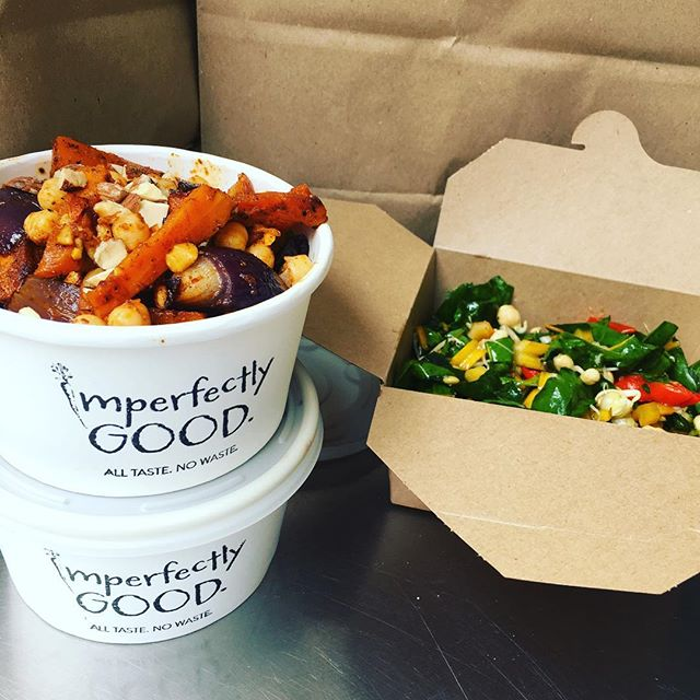 This week's delicious salads are a Moroccan spiced Carrot, Chickpea & Spinach AND a Roast garlic & lemon dressed Broccoli & Chard in Roasted Mushroom Pearl barley. We're also back at the @wework #londonfields showing the teams here what we're up to! Thank you for your support guys 😊- come find us on the second floor. #weworklondonfields #lunchdelivery #vegetarian #foodwaste #reclaimyourlunchbreak #imperfectlygood