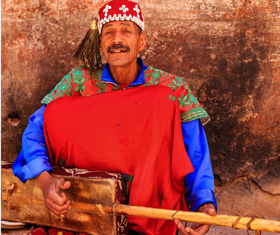 street-musician-in-marrakesh-morocco-picture-id474298593.jpg