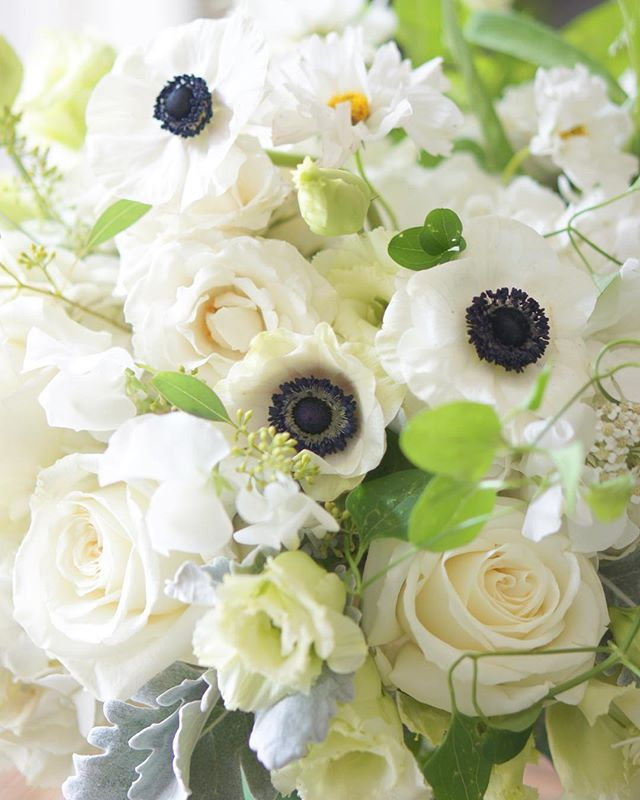 TGIF! Wishing everyone a happy weekend! #annalisastyleflowers #flowers #tgif #fridayflowers #flowerpower #todayspretty #flowergram #flowerstagram #flowersofinstagram #gardenstyle