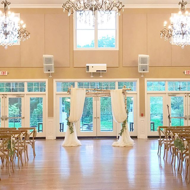 It sure has been a rainy summer. This wedding had to be brought indoor because of rain, but this couple's simple yet beautiful aesthetic was executed just as amazingly in this gorgeous indoor space at @bearbrookvalley. Sharing iPhone pic while we wait for gorgeous photos to share from talented @monicamphoto #annalisastyleflowers #flowergram #flowerstagram #flowersofinstagram #flowers #flowerpower #wedding #minimalist #bearbrookvalley #weddingarch