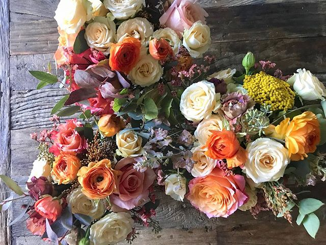 Beauty to the fall color palette is that you can spend hours daydreaming in it #annalisastyleflowers #flowers #autumn #colors #coloroffall #flowerpower #centerpiece #pretty #flowerstagram #flowersofinstagram #flowersoftheday #thanksgiving