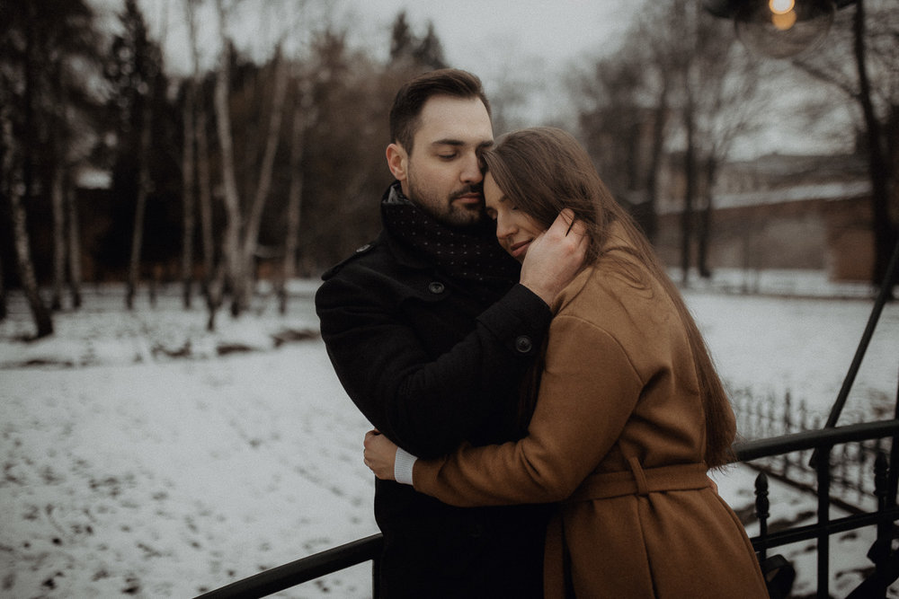 Destination-wedding-photographer-michal-brzegowy-winter-engagement-79.jpg