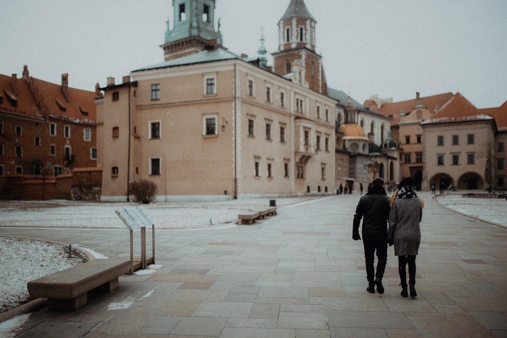 Engagement-photoshoot-in-winter-krakow-wawel-41.jpg
