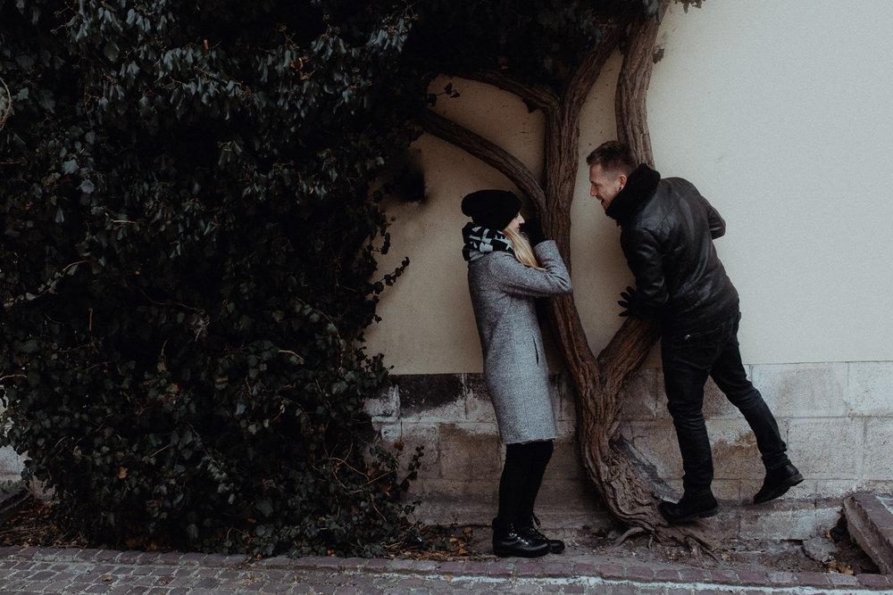 Engagement-photoshoot-in-winter-krakow-wawel-47.jpg