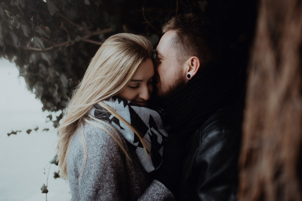 Engagement-photoshoot-in-winter-krakow-wawel-48.jpg