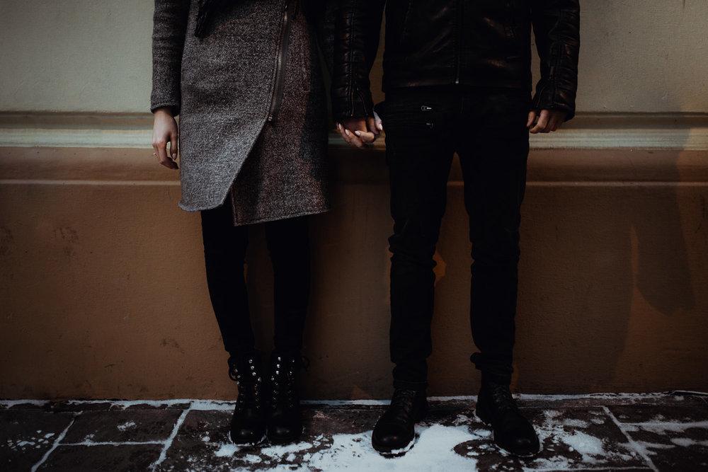 Engagement-photoshoot-in-winter-krakow-wawel-84.jpg