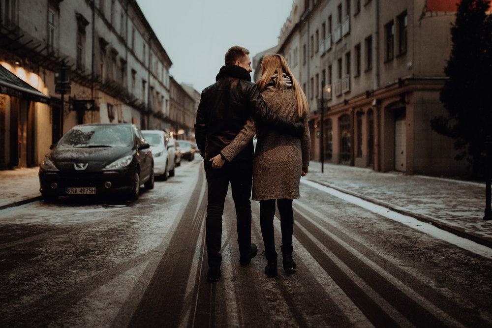 Engagement-photoshoot-in-winter-krakow-wawel-85.jpg