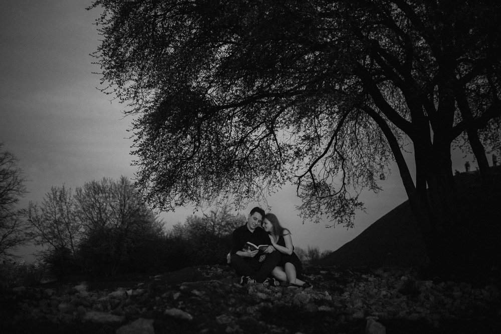 Engagement-photoshoot-in-forest-on-mound-41.jpg
