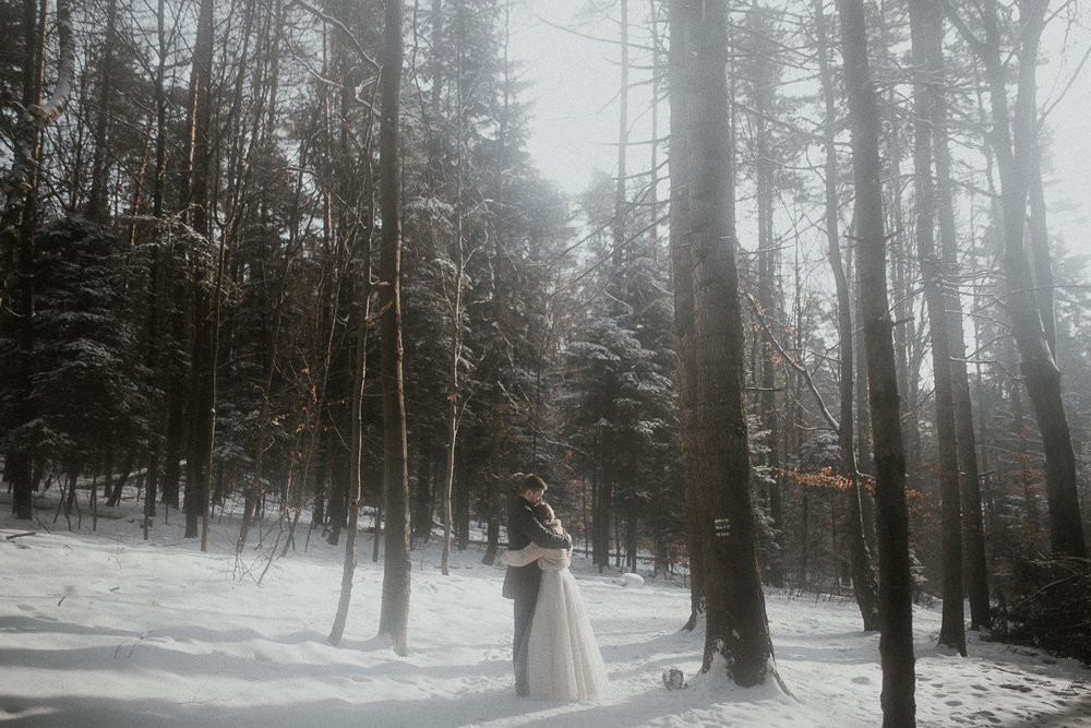 Sesja-slubna-zimowa-w-ojcowskim-parku-narodowym-8.jpg