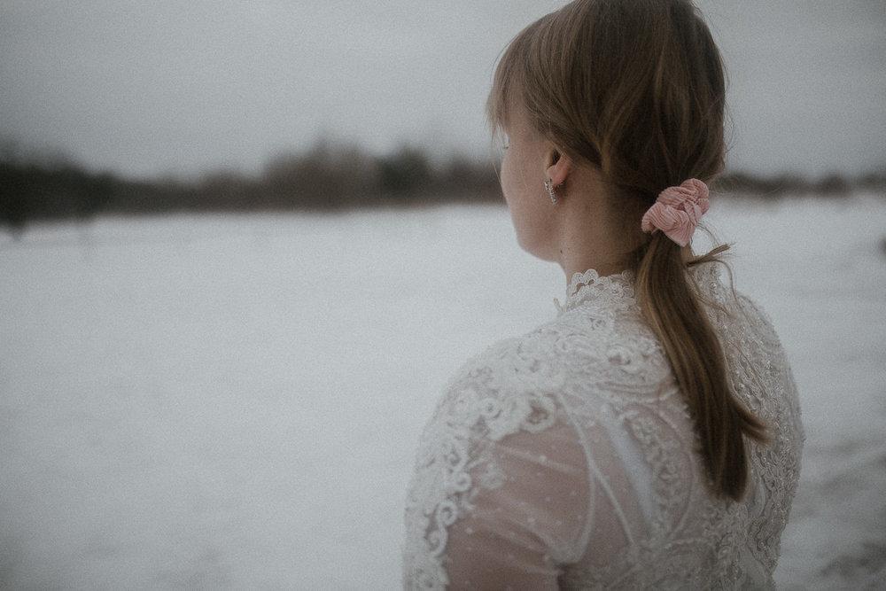 Sesja-slubna-zimowa-w-ojcowskim-parku-narodowym-12.jpg