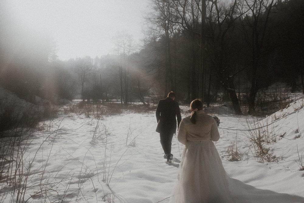 Sesja-slubna-zimowa-w-ojcowskim-parku-narodowym-13.jpg
