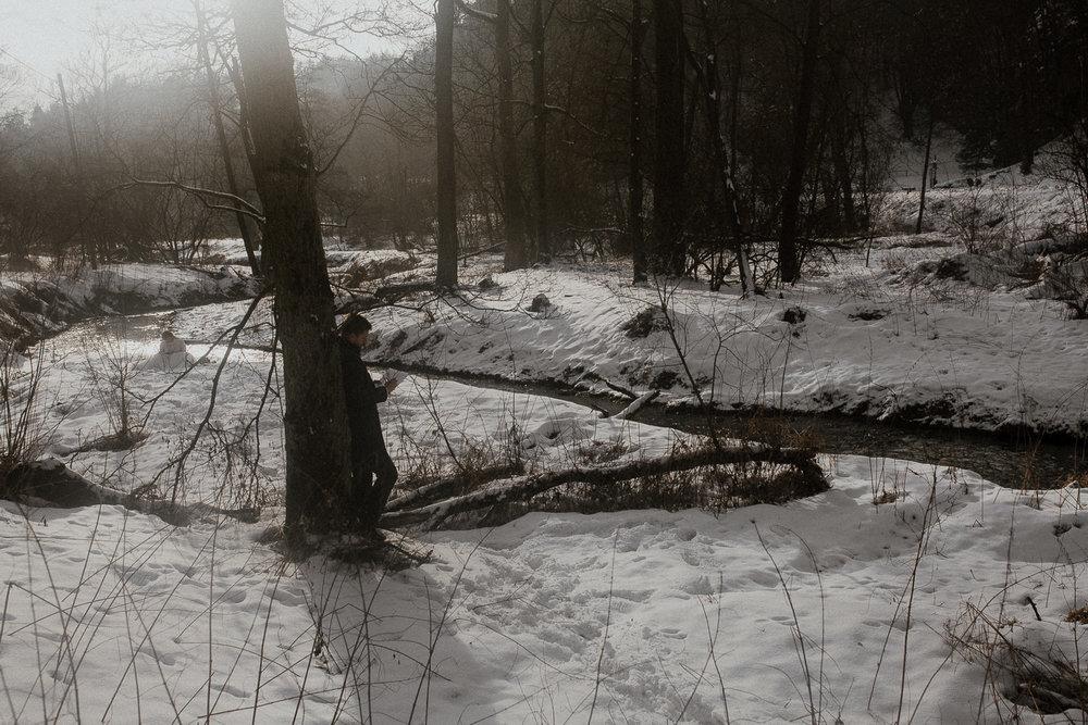Sesja-slubna-zimowa-w-ojcowskim-parku-narodowym-16.jpg