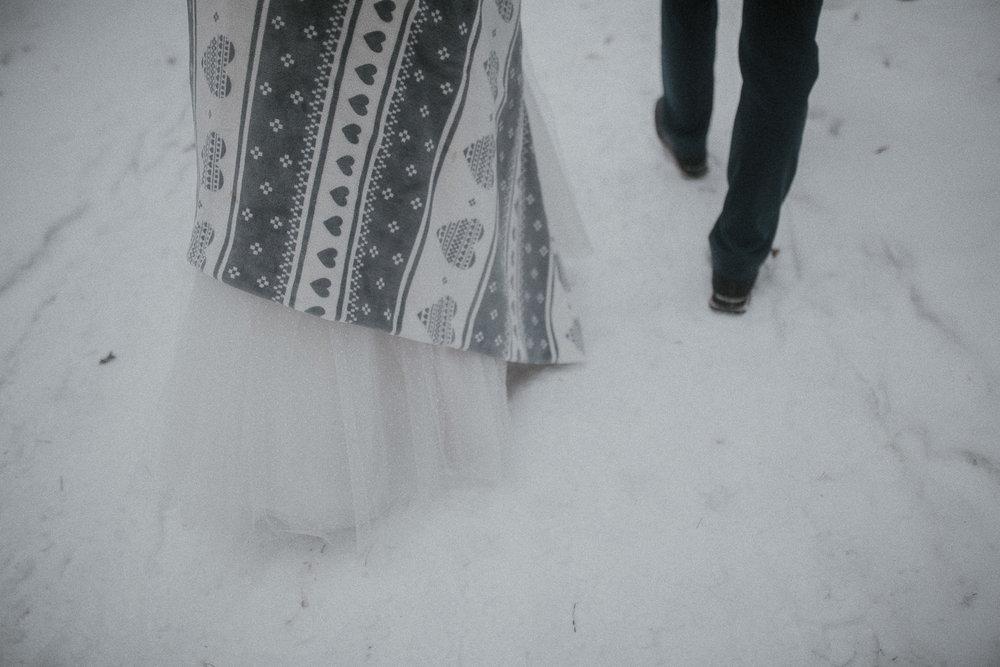Sesja-slubna-zimowa-w-ojcowskim-parku-narodowym-25.jpg