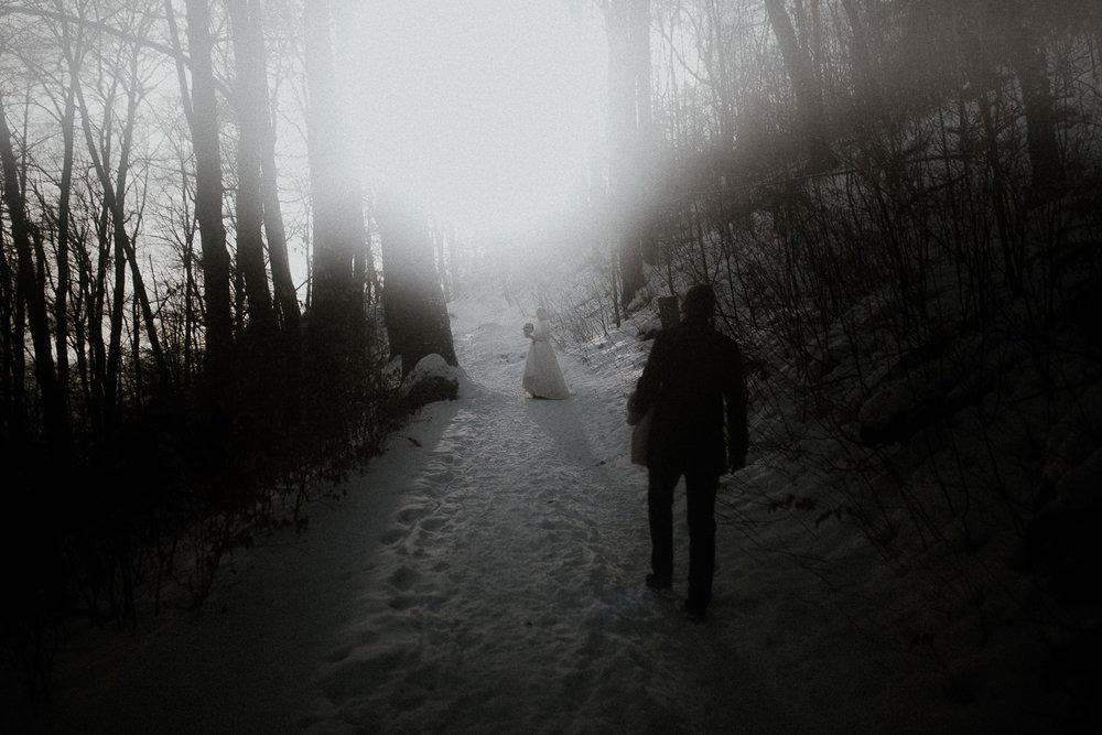 Sesja-slubna-zimowa-w-ojcowskim-parku-narodowym-30.jpg