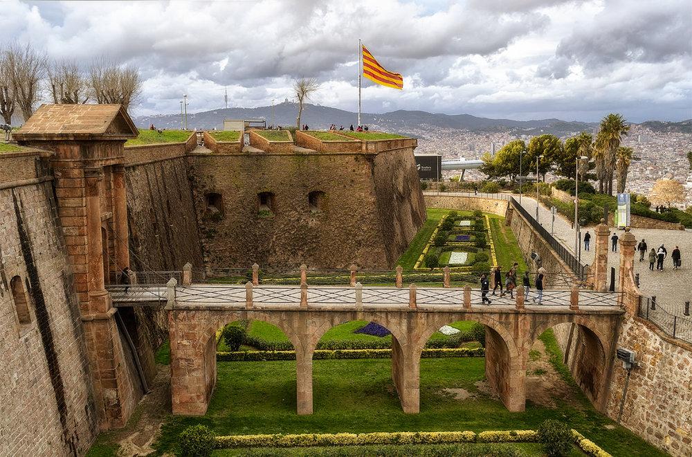 castillo-montjuic (1).jpg
