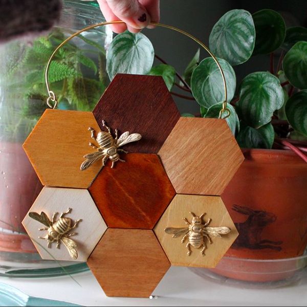 PEONY AND BEE - Peony and Bee is an eclectic online boutique that specializes in home goods, creative gifts, garden decor, accessorie and more! Expect great gifts for the gardener including air plants, house plants, potted plants and their accessories.