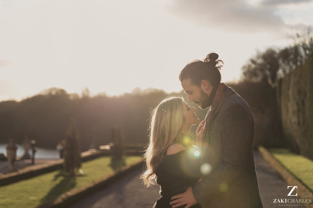 Blenheim Palace Engagement Session, AJ and Yannis in de sun, photography