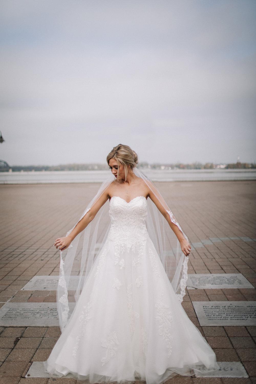 billie-shaye-style-photography-www.billieshayestyle.com-fall-city-wedding-louisville-kentucky-4064-1.jpg