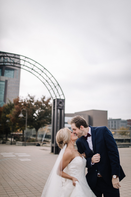 billie-shaye-style-photography-www.billieshayestyle.com-fall-city-wedding-louisville-kentucky-4130-1.jpg