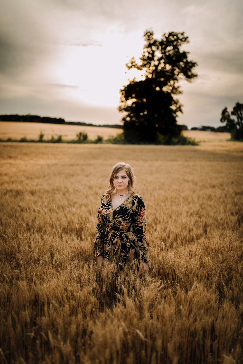 billie-shaye style photography - www.billieshayestyle.com - class of 2019 - senior portrait experience - country farm creek crop land - nashville tennessee-4159.jpg