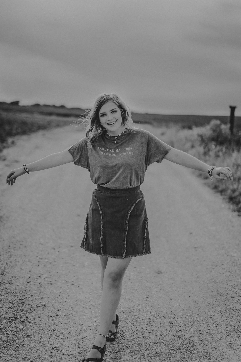 billie-shaye style photography - www.billieshayestyle.com - class of 2019 - senior portrait experience - country farm creek crop land - nashville tennessee-3959-2.jpg