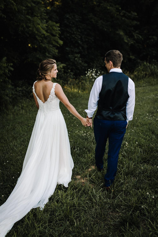 billie-shaye style photography - www.billieshayestyle.com - elkins grove wedding venue - modern classy summer outdoor wedding - bowling green kentucky-2521.jpg
