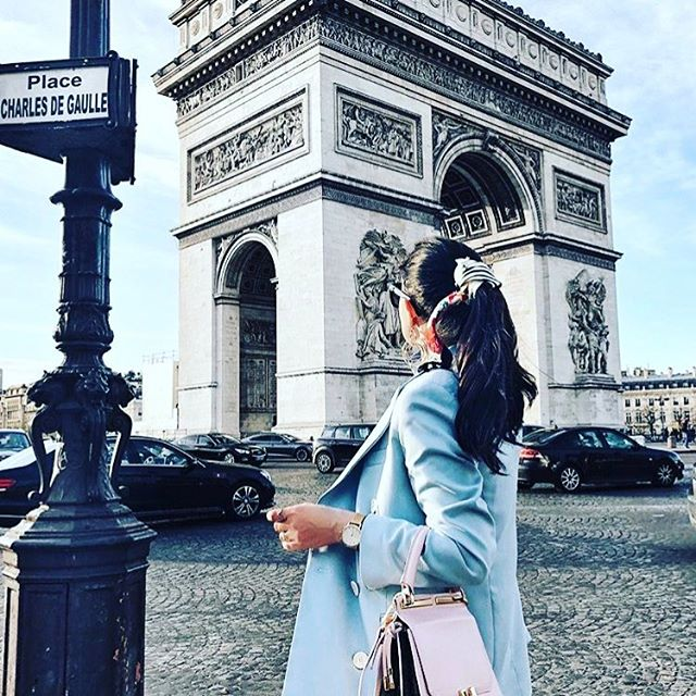 Who wants to go to Paris with me? I haven't been in so long! But I speak fluent French 😊 @thedaydreamings has amazing photos of Paris, love them all! Comment with your fav place in the world to visit!  #everydaystyle