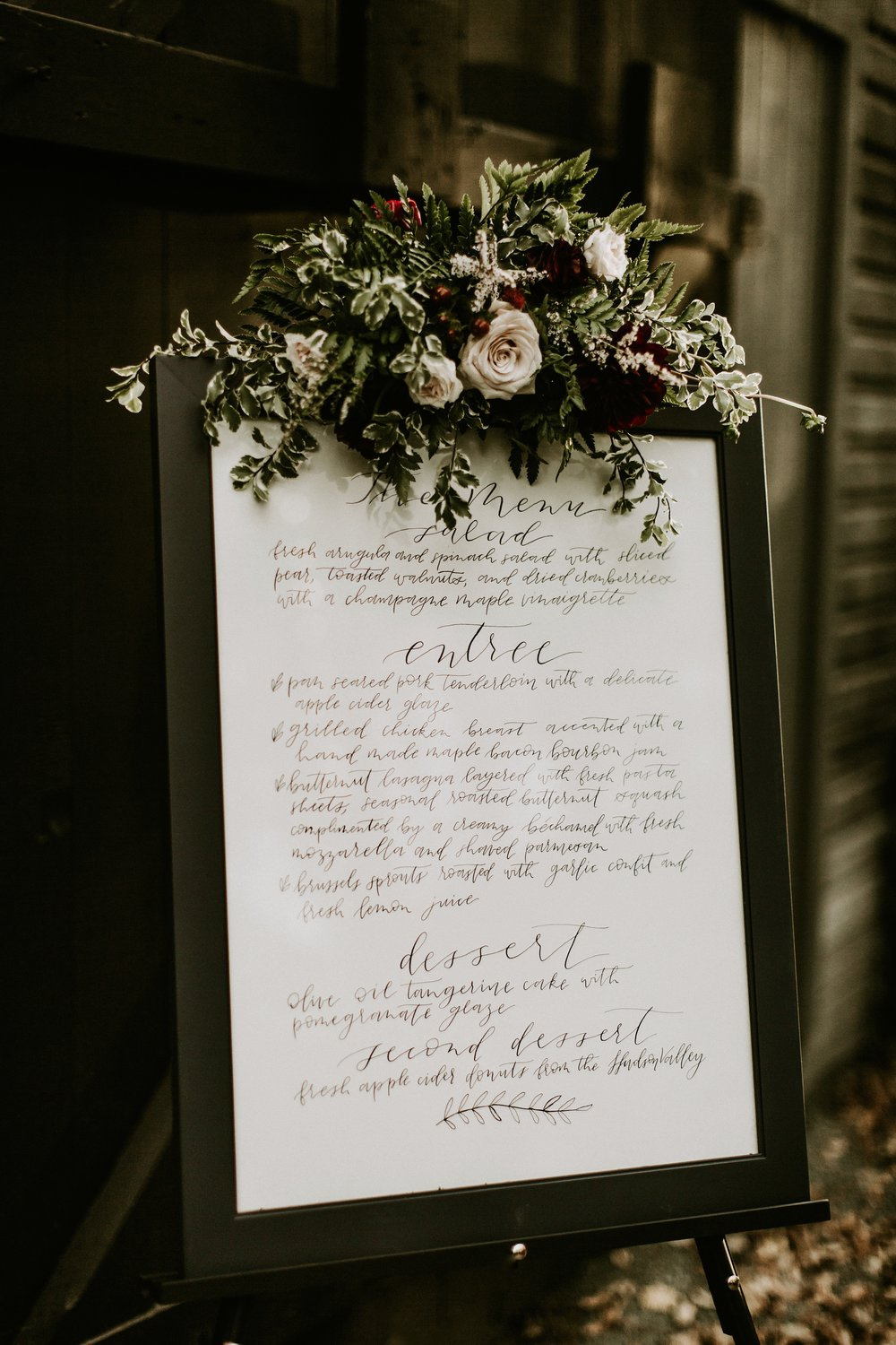 Rustic wedding details and wedding planning tips from #thehandlettershop