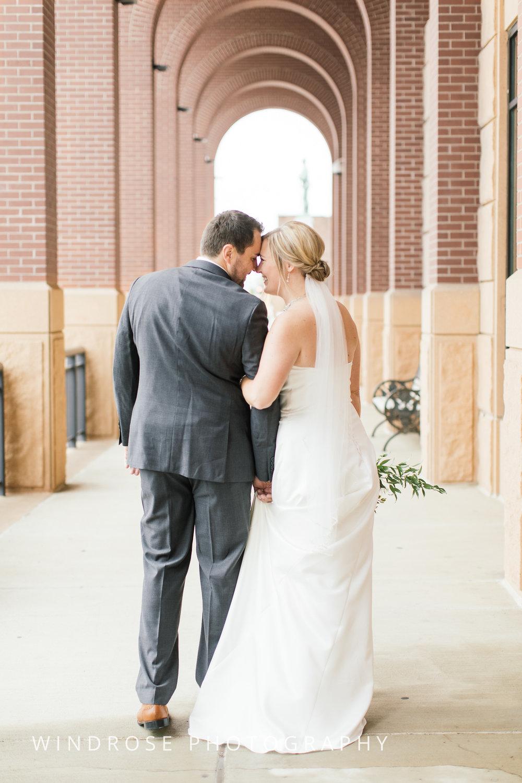 Albert-Lea-Edgewater-Bay-Pavilion-Minnesota-Wedding-Photographer-15.jpg