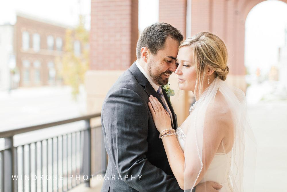 Albert-Lea-Edgewater-Bay-Pavilion-Minnesota-Wedding-Photographer-17.jpg