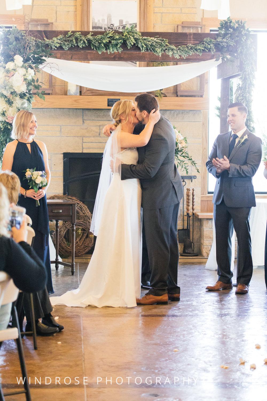 Albert-Lea-Edgewater-Bay-Pavilion-Minnesota-Wedding-Photographer-27.jpg