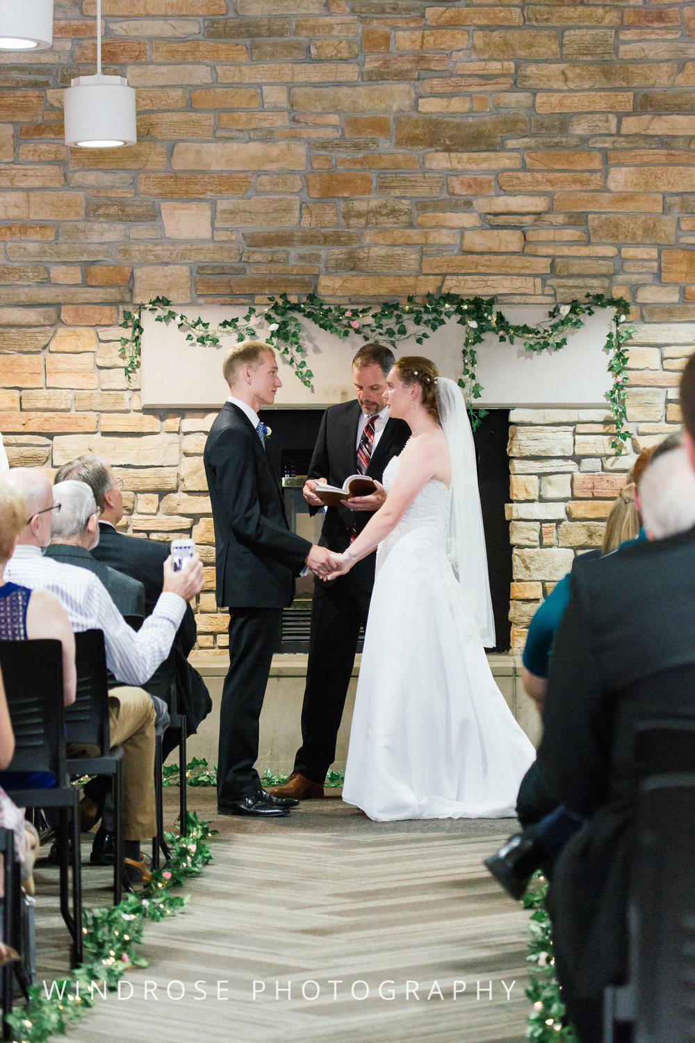 Wedding-Dakota-Lodge-St-Paul-MN-13.jpg