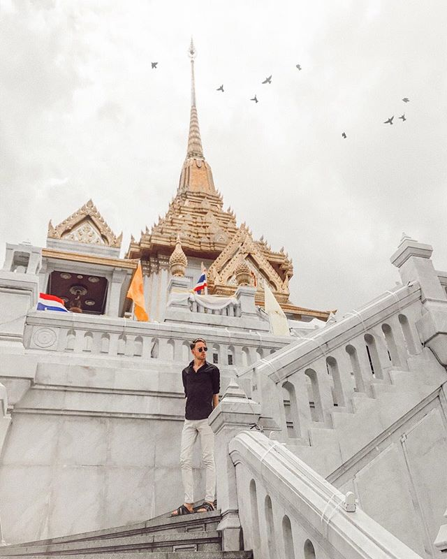 On the steps of the palace... or temple. 🏰 Having my Cinderella moment in Bangkok  @fantastic.thailand 🇹🇭