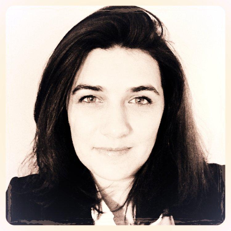 Kristell   Envie, énergie et enthousiasme, trois mots que Kristell aime appliquer au quotidien dans notre atelier. Elle co-dirige l'entreprise, en gère les aspects financiers, juridiques et administratifs de l'entreprise.  Kristell est Secrétaire Général d'ATHEM.