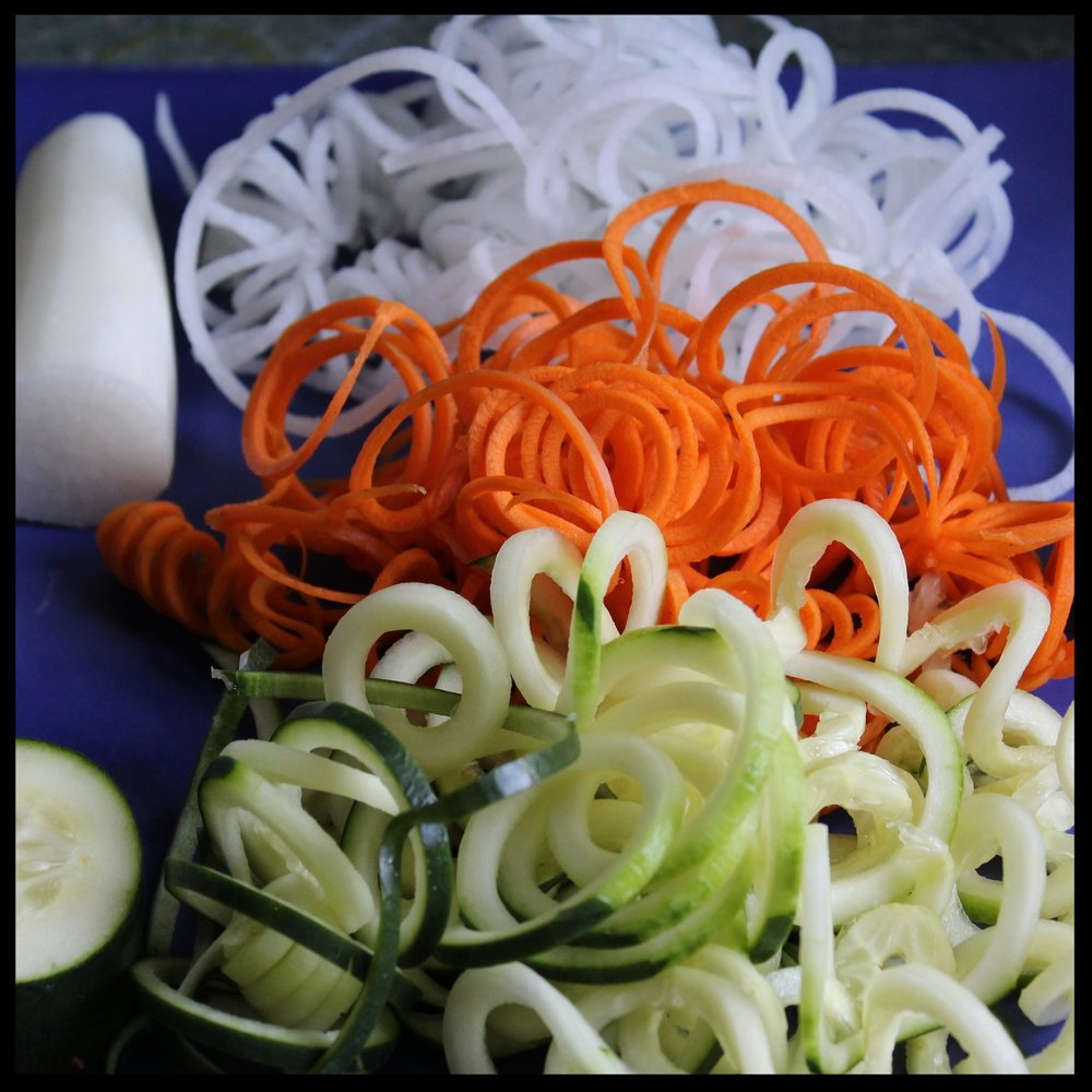 "SMALL BLADE: it's just a ""junior"" version of the large one and best suited when you want to create delicate ""noodles"" to substitute for pasta, or when you want to make some fine-textured salads, as I have done here. I just peeled and processed a daikon radish, a carrot, and an unpeeled cucumber."
