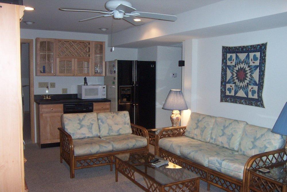 ground-level-gameroom-den-w-bar-full-refrig-dw--microwave_2892348835_o.jpg