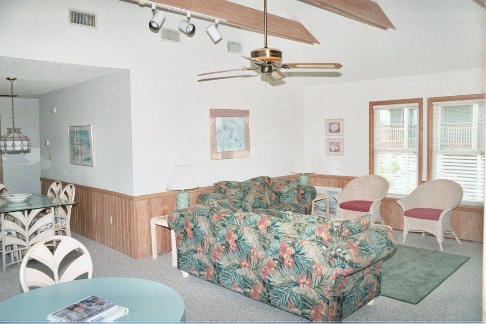 living-area-queen-sofa-sleeper_2893186162_o.jpg