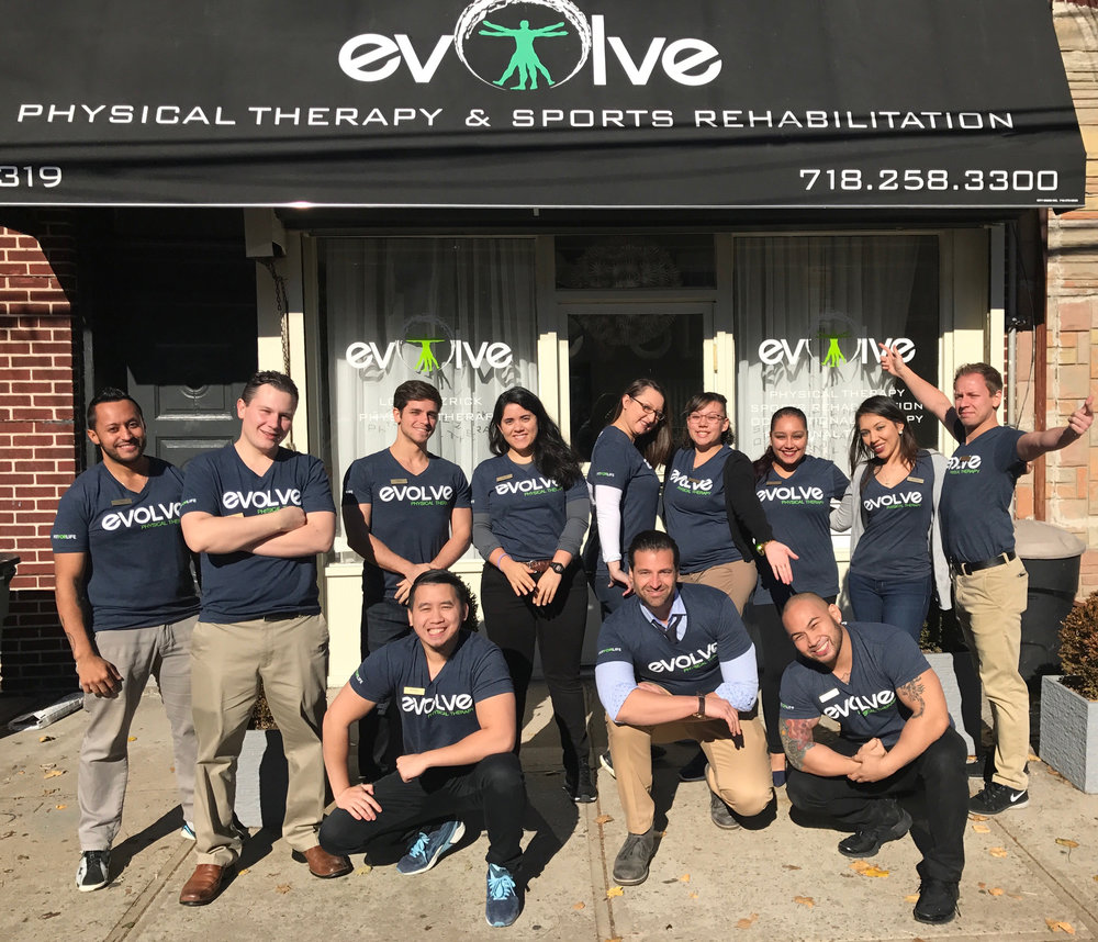 evolve-physical-therapy-group-photo.jpeg