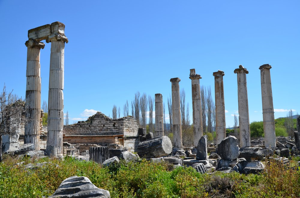 The_Temple_of_Aphrodite,_built_in_the_Ionic_order_in_stages_during_the_Roman_period_(from_1st_century_BC_to_2nd_century_AD)_and_later_converted_into_a_Christian_basilica,_Aphrodisias,_Caria,_Turkey_(20299497860).jpg