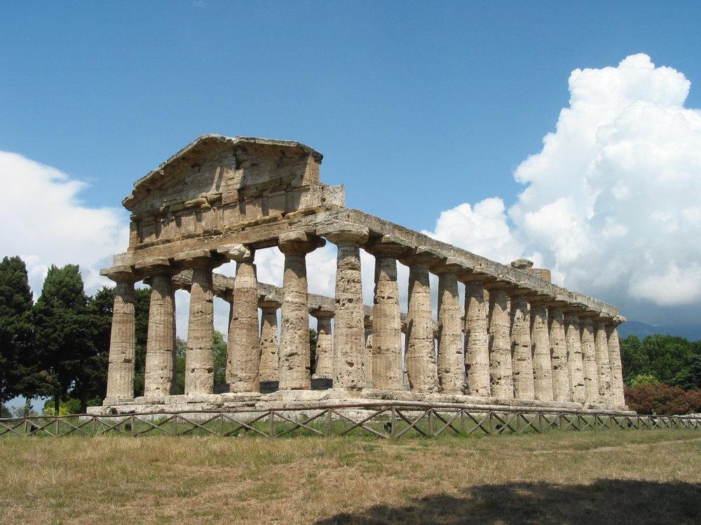 Temple_of_Athena_at_Paestum.JPG