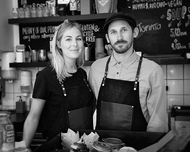 Please all welcome Thilde & Rupert taking over beloved coffee shop @theblondebeans as of today! It's been 3 years Anna & Mark and their fun staff poured all their heart into this go-to place. Time to move on and up with their newest labour of love (and wine&tapas) @bettysbar down in our city center! Yay, to all the #dreamersanddoersofbadgastein realizing their dream business in our tiny town! // photo by @janis_spurdzins #visitbadgastein #madeforthefuture #onwardsandupwards
