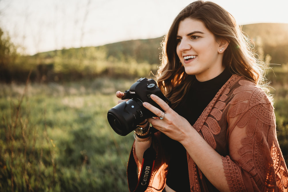 MENTORSHIPS - Do you want to take your photography to the next level? This 1 on 1 mentorship will give you a hands on experience with shooting, posing, and business knowledge.