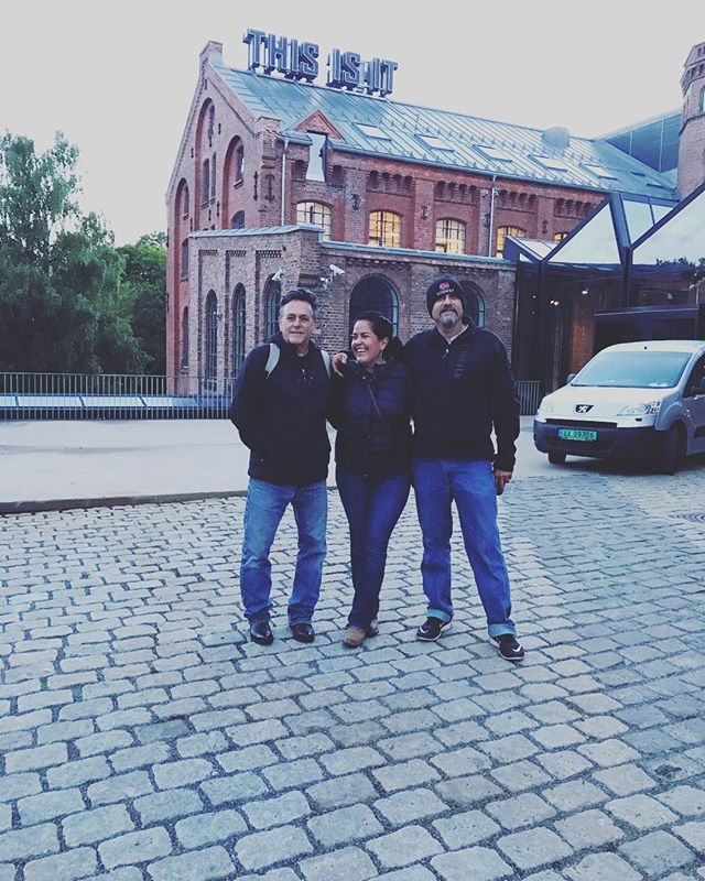 #grunerløkka is such a cool part of #Oslo. Thank you @bollac for the good times. 🖤🖤🖤#blackjacketandlevis #pleasurebent #johnnycash #maninblack #norway