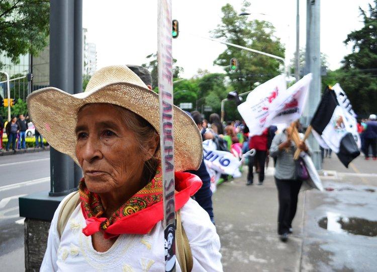 Chiapas+woman+marches.jpg